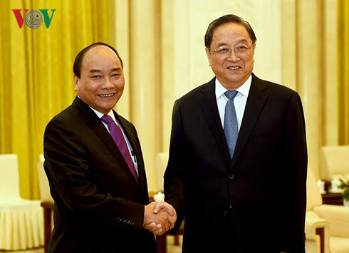 Prime Minister Nguyen Xuan Phuc meets CPPCC leader