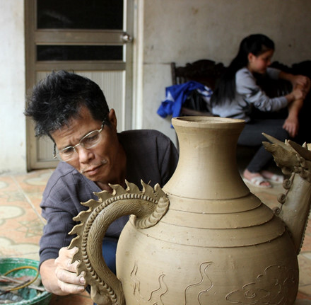 the rustic pottery art of huong canh hinh 1