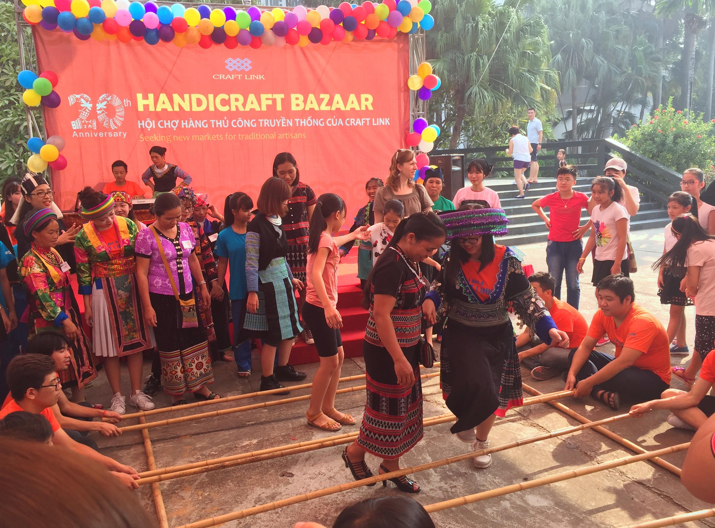 bazaar brings minorities' traditional handicrafts to urban dwellers hinh 0