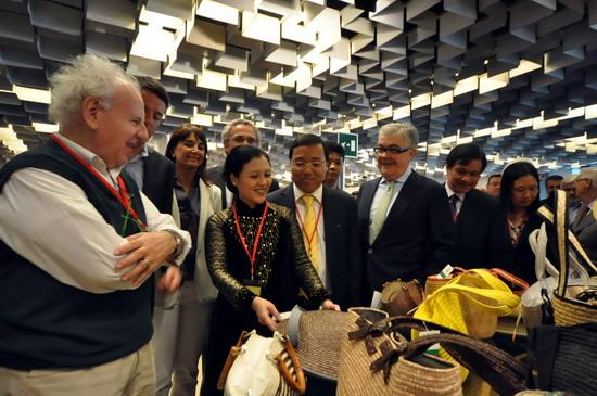 vietnam menghadiri pekan raya barang-barang kerajinan tangan dan artistik internasional di  italia hinh 0