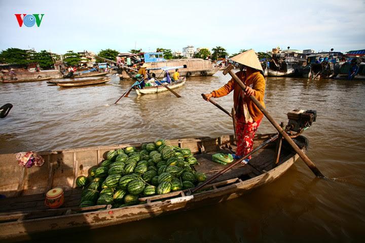 memprioritaskan penggunaan barang vietnam demi target perkembangan ekonomi tanah air hinh 1
