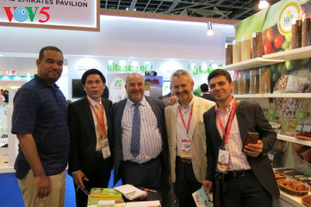 tiga puluh tiga  badan usaha vietnam menyosialisasikan pertanian hijau di pekan raya gulfood, dubai  hinh 10