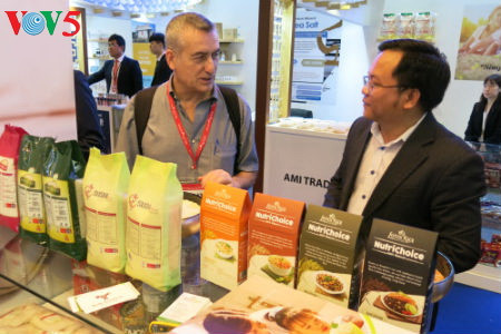 tiga puluh tiga  badan usaha vietnam menyosialisasikan pertanian hijau di pekan raya gulfood, dubai  hinh 11
