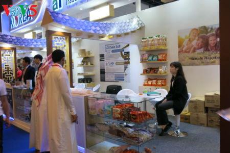 tiga puluh tiga  badan usaha vietnam menyosialisasikan pertanian hijau di pekan raya gulfood, dubai  hinh 15