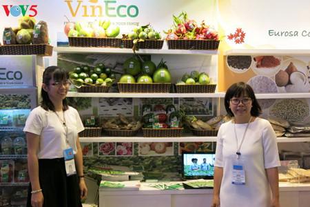 tiga puluh tiga  badan usaha vietnam menyosialisasikan pertanian hijau di pekan raya gulfood, dubai  hinh 1