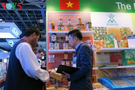 tiga puluh tiga  badan usaha vietnam menyosialisasikan pertanian hijau di pekan raya gulfood, dubai  hinh 5
