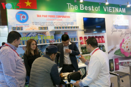 tiga puluh tiga  badan usaha vietnam menyosialisasikan pertanian hijau di pekan raya gulfood, dubai  hinh 6