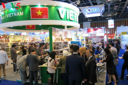 tiga puluh tiga  badan usaha vietnam menyosialisasikan pertanian hijau di pekan raya gulfood, dubai  hinh 7