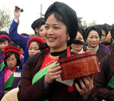 Vo chong nguyen viet linh 1997 vuong hong nhung - 2 2