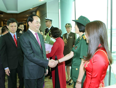 President visits Vietnamese Embassy in Singapore