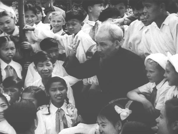 越南有关方面公布关于解放前西贡的珍贵纪录片 hinh 0