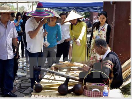 越南民族文化日的多彩空间  hinh 0