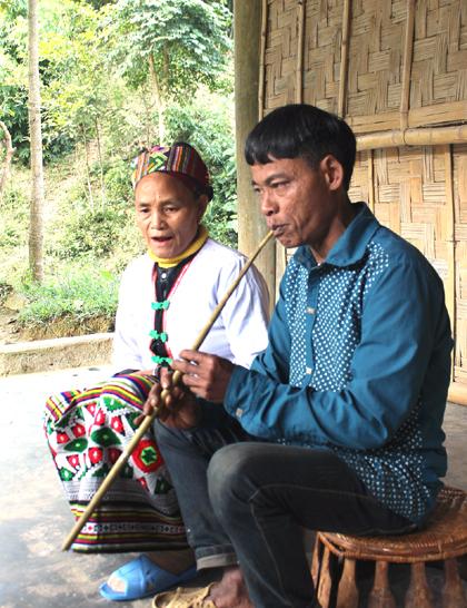 huellas de la selva en la vida y musica de los kho mu hinh 1