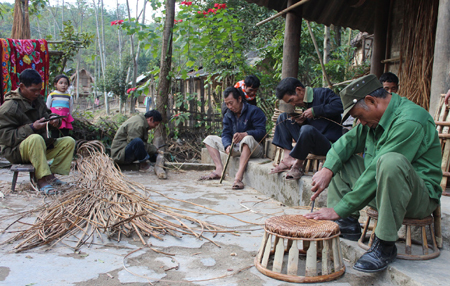 huellas de la selva en la vida y musica de los kho mu hinh 0
