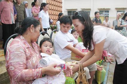 le thi thanh thuy, entusiasta por ayudar a los desamparados hinh 0