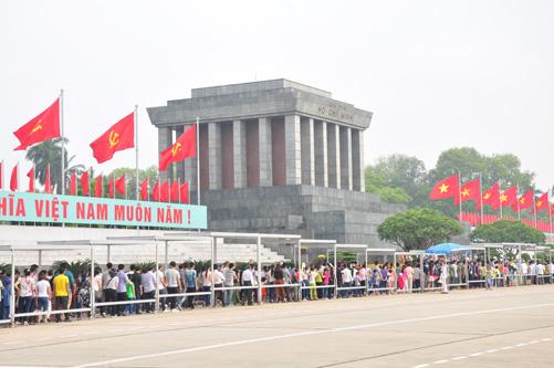 vietnamitas rinden homenaje a sus antepasados en ocasion del tet hinh 0