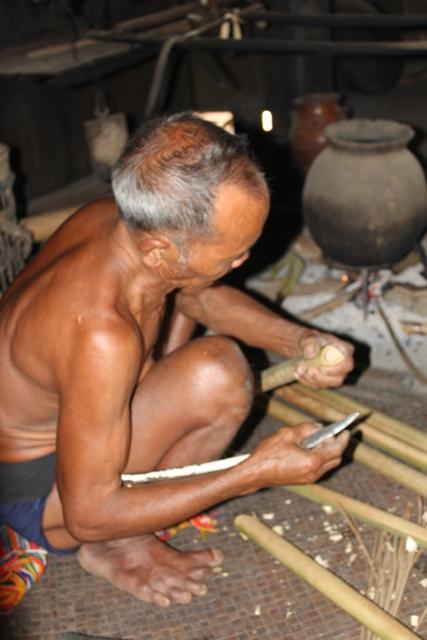 dinh tut, original instrumento musical de la etnia gie trieng hinh 1