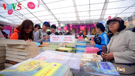 vietnam prioriza ampliar movimiento de lectura en toda la sociedad hinh 1