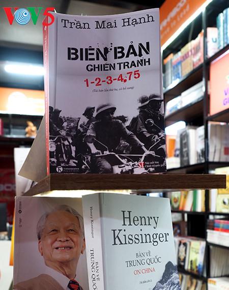 """el periodista tran mai hanh y el exito de su libro """"acta de guerra 1-2-3-4.75"""" hinh 3"""