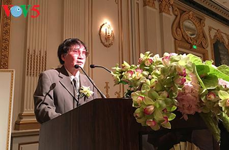 """el periodista tran mai hanh y el exito de su libro """"acta de guerra 1-2-3-4.75"""" hinh 5"""