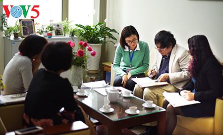 """el periodista tran mai hanh y el exito de su libro """"acta de guerra 1-2-3-4.75"""" hinh 8"""