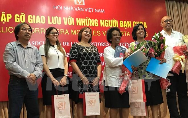 encuentro entre escritores vietnamitas y cubanos hinh 0
