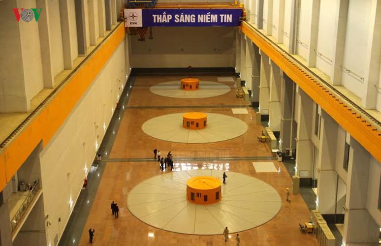 meresmikan pabrik hydro listrik lai chau hinh 7