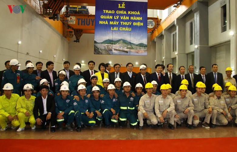 meresmikan pabrik hydro listrik lai chau hinh 5