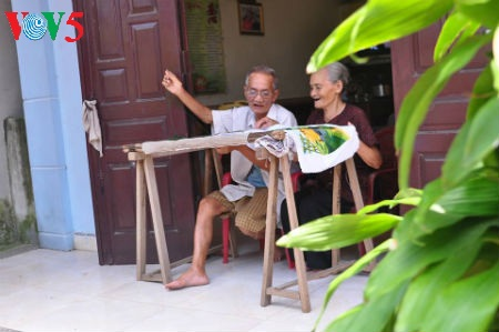kisah tentang desa kerajinan sulam-menyulam quat dong, kabupaten thuong tin, kota hanoi hinh 0