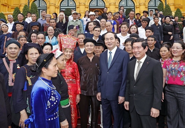 memecahkan secara harmonis antara pelestarian, pengembangan pusaka budaya nasional dengan perkembangan sosial-ekonomi hinh 0