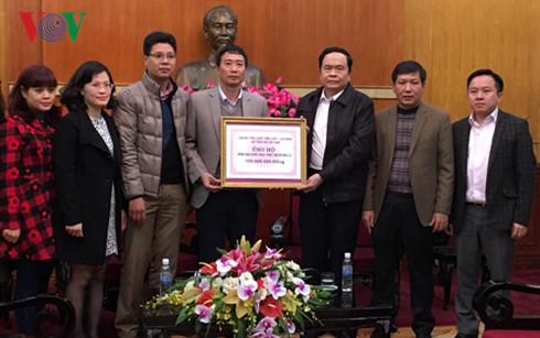 """радио """"голос вьетнама"""" оказало помощь пострадавшим от наводнении в центральнои части страны hinh 0"""