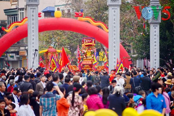 туристическая отрасль вьетнама достигла блестящих успехов за время тэта hinh 0