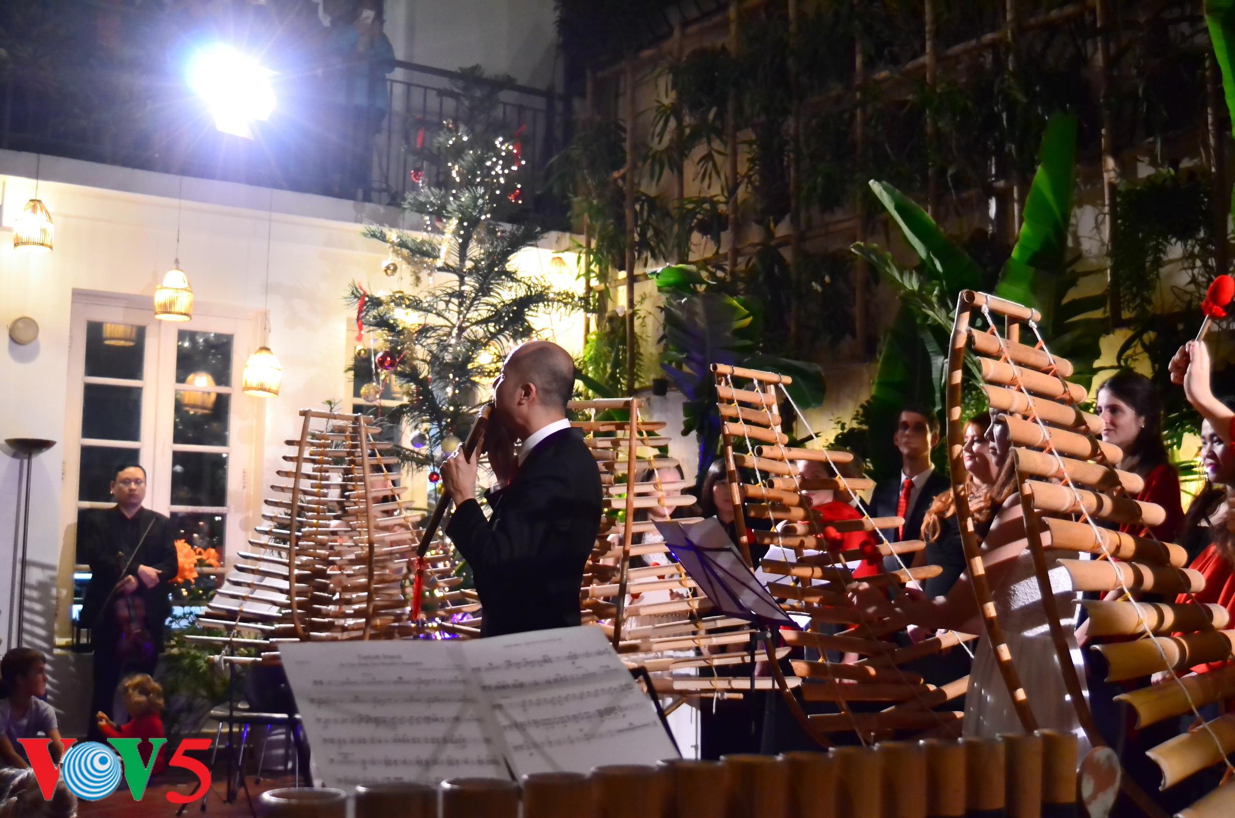 竹制乐器弹奏圣诞歌 hinh 8