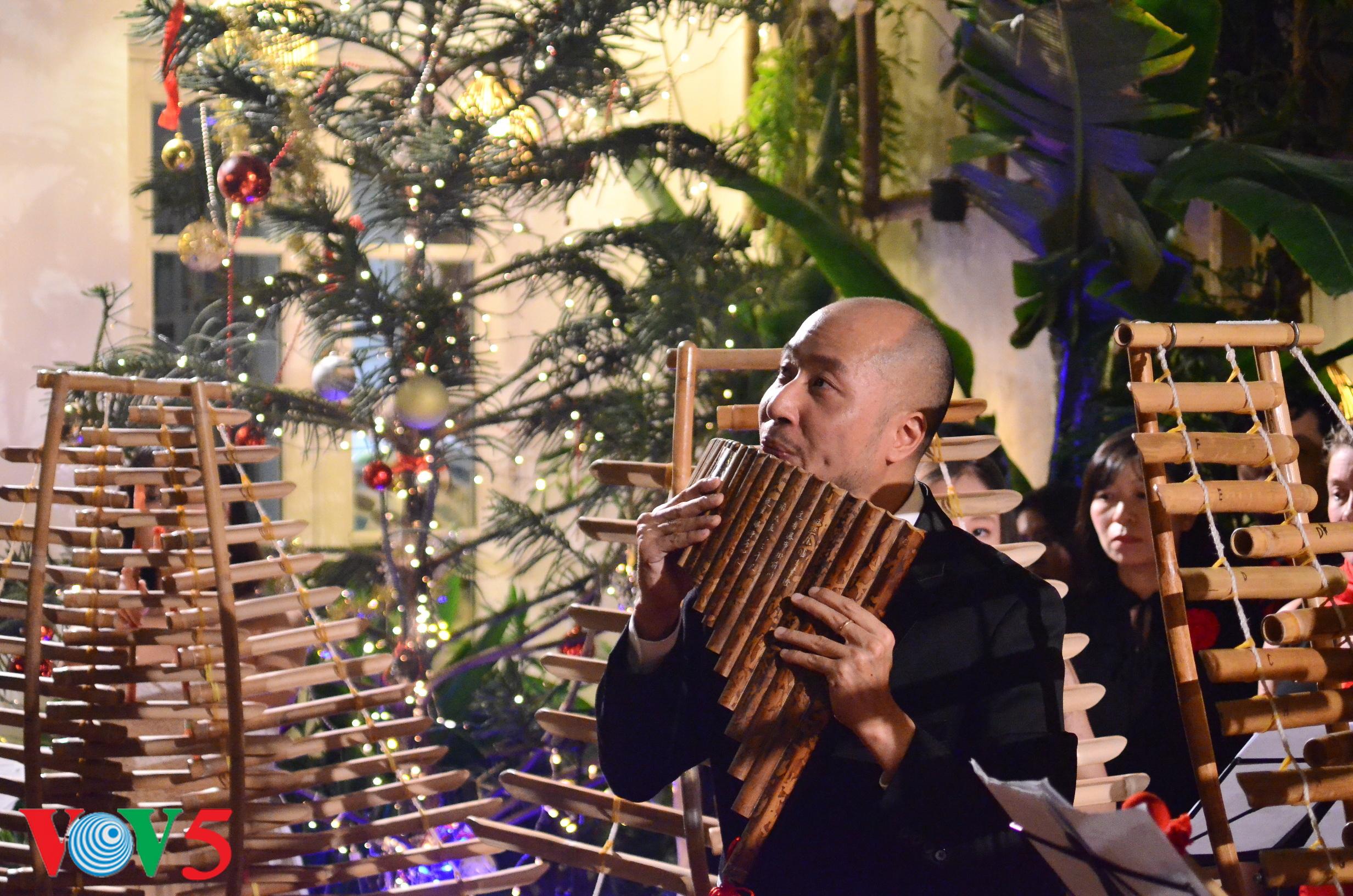 竹制乐器弹奏圣诞歌 hinh 9