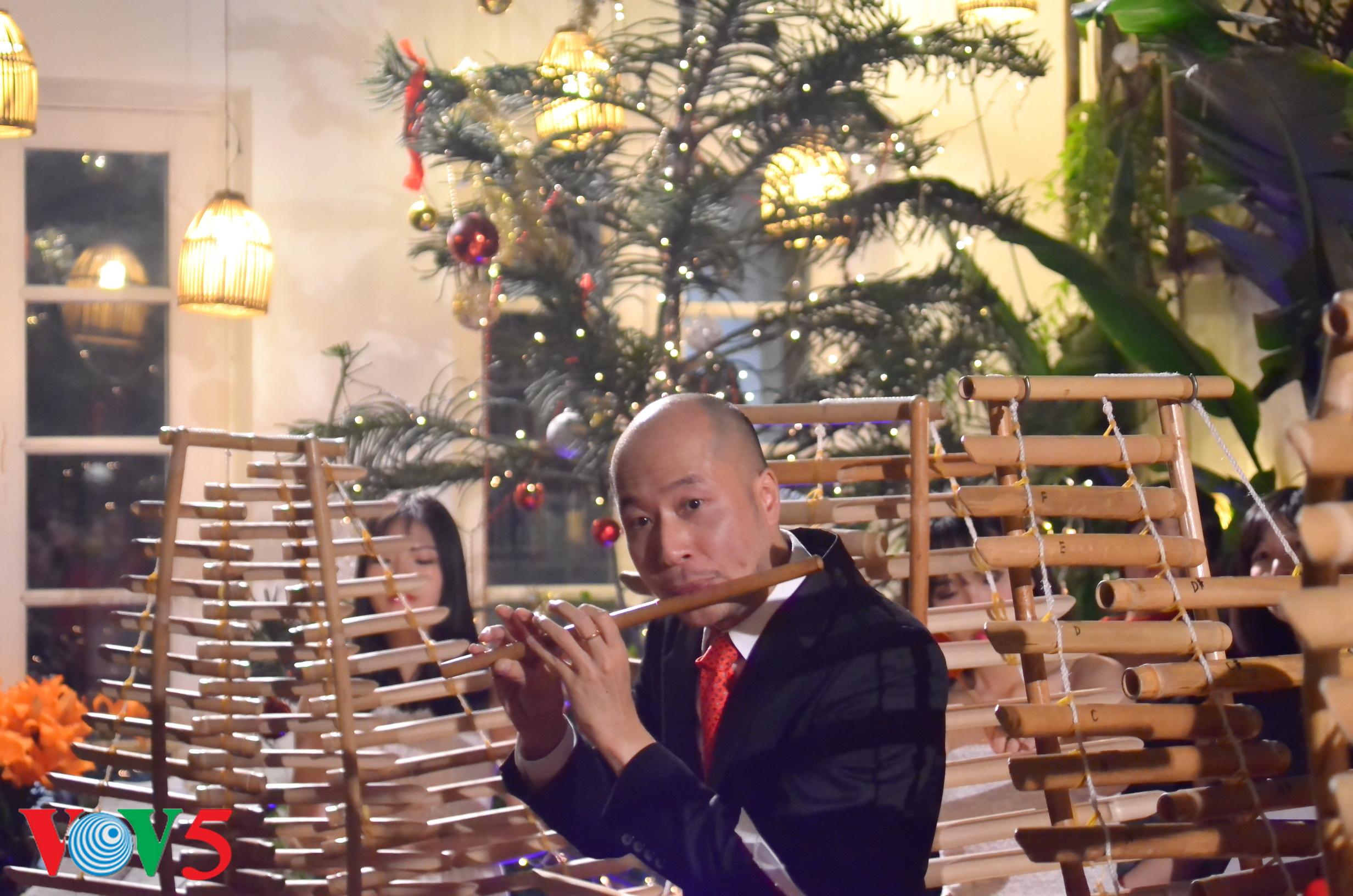 竹制乐器弹奏圣诞歌 hinh 10