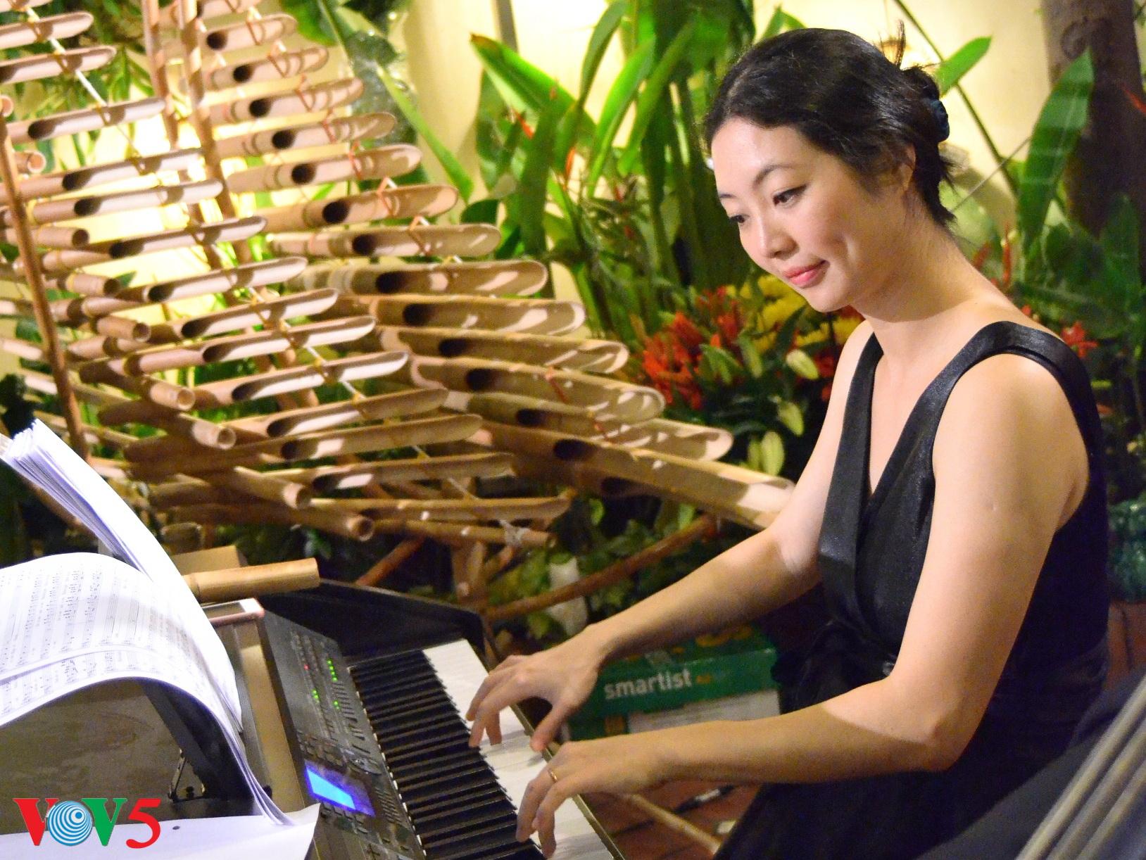 竹制乐器弹奏圣诞歌 hinh 4