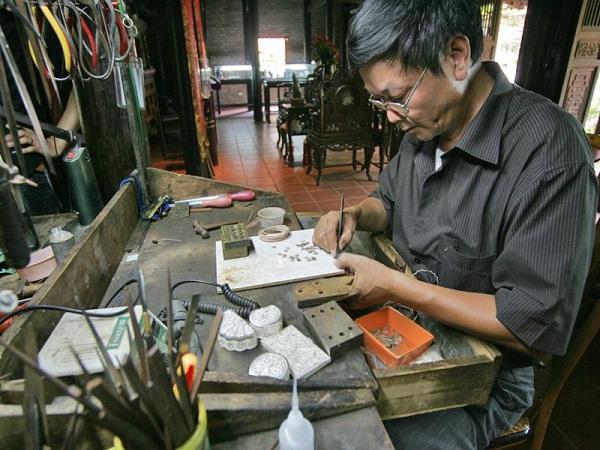 维护和传承银丝制作手工业精华的河内艺人 hinh 0