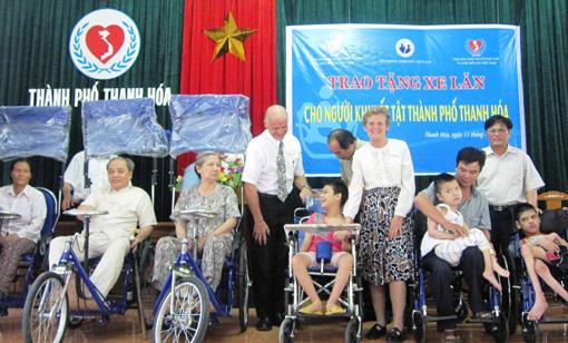 为越南残疾人融入社会作出努力 hinh 0