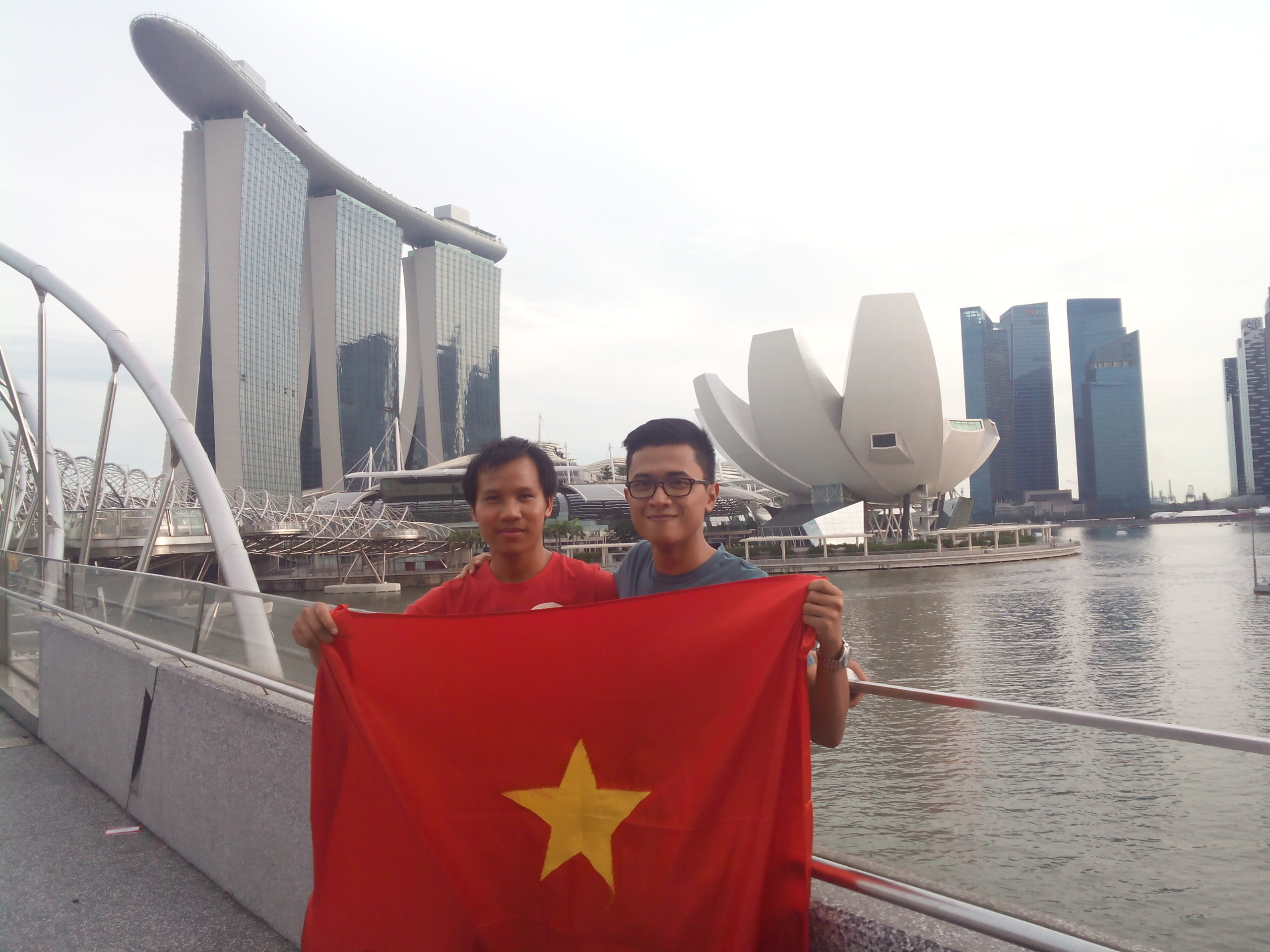 A young Vietnamese visits 10 ASEAN countries to promote Vietnam's image Saturday Report
