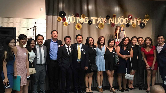 Vietnamese students in the US turn hearts to the homeland