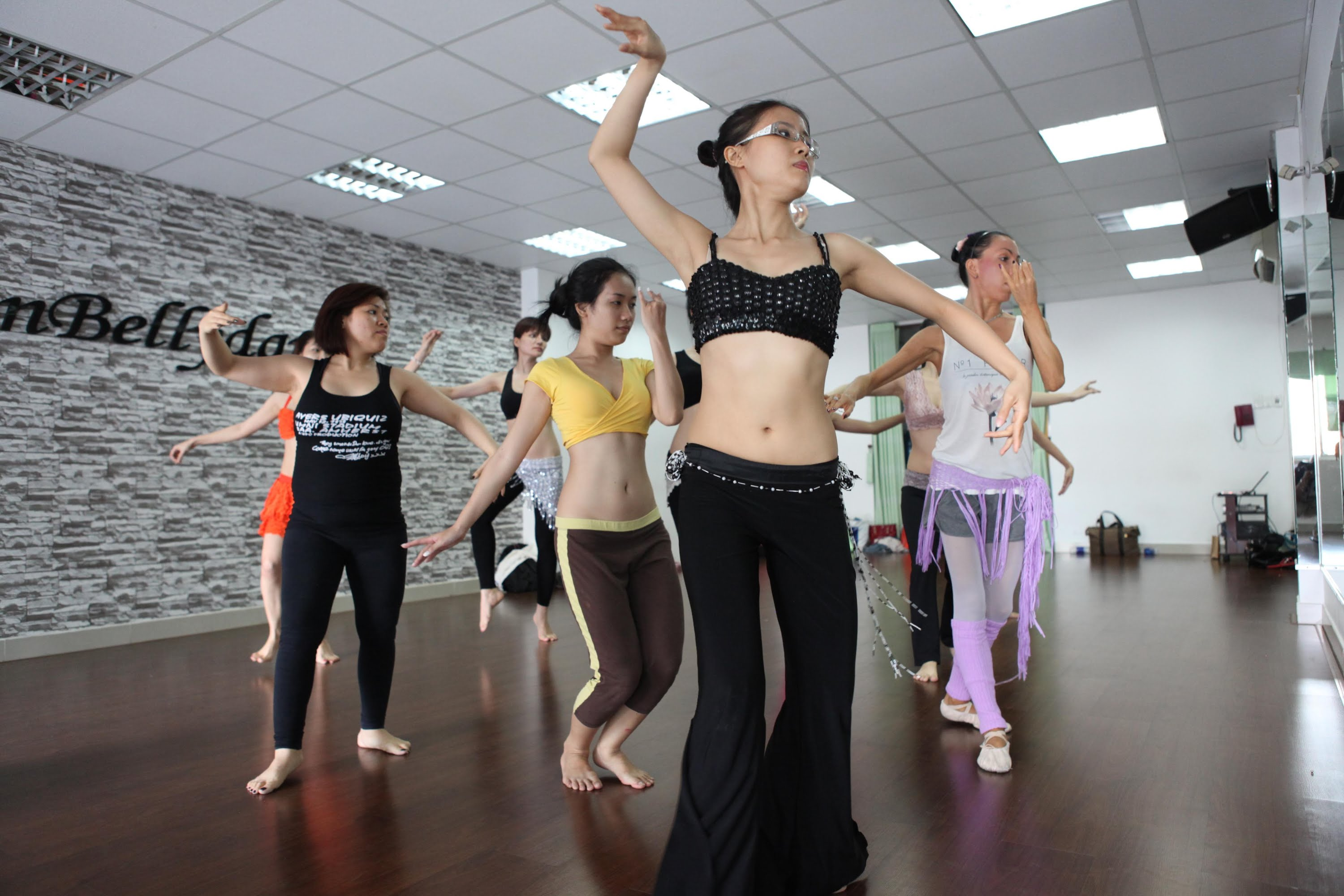 belly dance movement in hanoi hinh 1