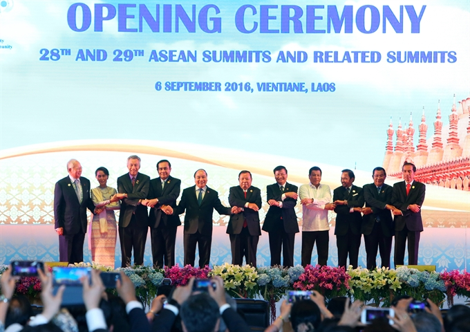 Prime Minister Nguyen Xuan Phuc attends ASEAN Summit with partners
