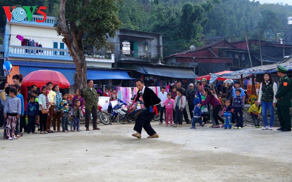 Playing pan-pine, call and response songs are typical in the culture of H'mong people.