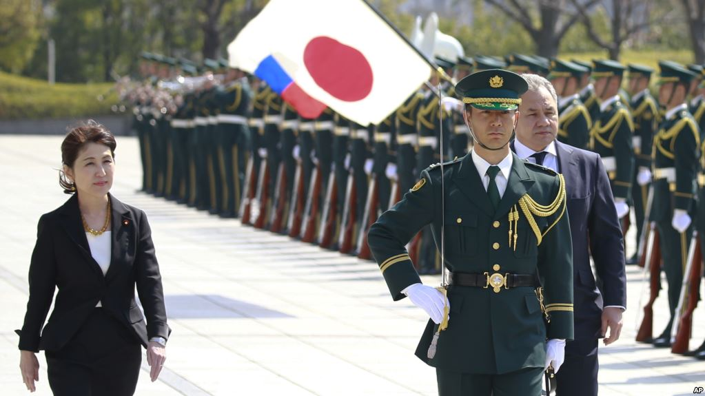 japan and russia hold talks on security and territorial dispute hinh 0