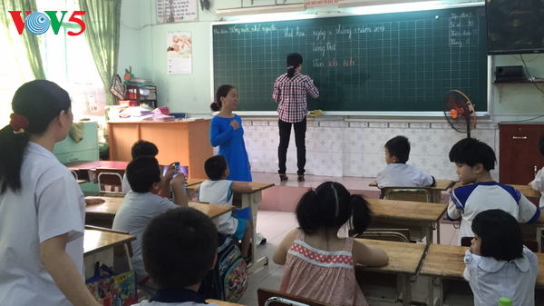 huynh thi hoa hong, a caring teacher of autistic children  hinh 0