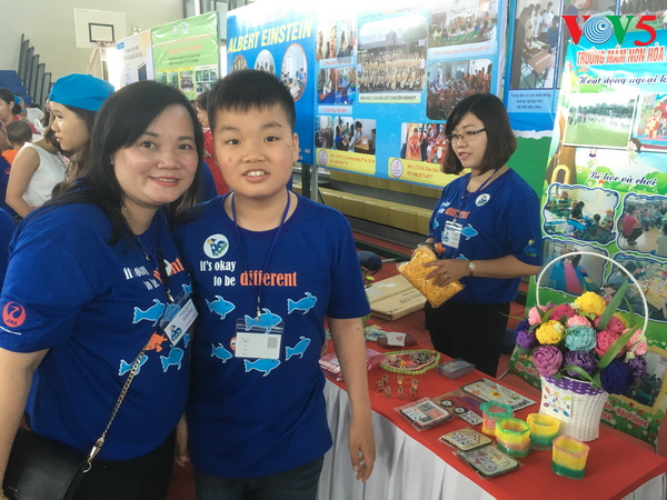 huynh thi hoa hong, a caring teacher of autistic children  hinh 1