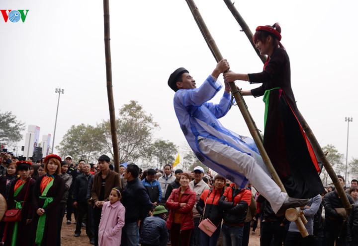 อนรกษคณคาของวฒนธรรมเวยดนามผานเทศกาลพนเมอง hinh 1