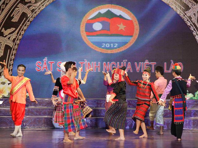 Vietnam – Laos cultural, sports and tourism exchange program