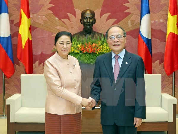 National Assembly Chairman talks with his Lao counterpart