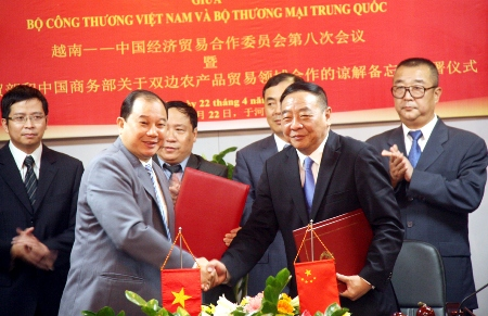 Vietnam, China committed to increasing trade to 60 billion USD by 2015